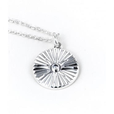 Medaille soleil ajoure strass